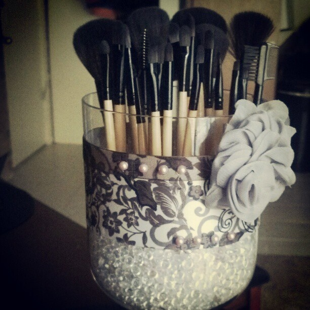 DIY make-up brush holder. So cute! Love these sophisticated colors, but could always make a fun neon (or any other colors) color scheme!