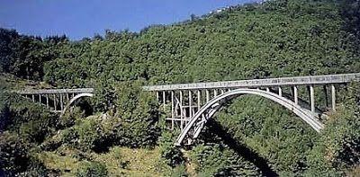 Un ponte, un uomo e la loro storia. Due vicende che si fondono e s'intrecciano allo stesso momento, tragiche e belle al contempo quelle di Attilio Vergai e il ponte stradale più famoso di tutta la Garfagnana. Il ponte si trova nel comune di Villa Collemandina fra i paesi di Magnano e Canigiano,al tempo, nel 1933 era il ponte più alto di Europa. La ferrea volontà di Attilio Vergai podestà del luogo fece si (insieme ai soldi dei corfinesi all'estero) che un sogno per la Garfagnana si…
