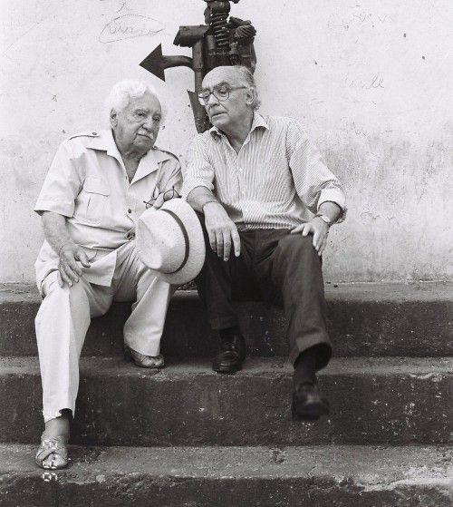 Pessoas incríveis juntas | José Saramago e Jorge Amado, na casa de Caetano em...