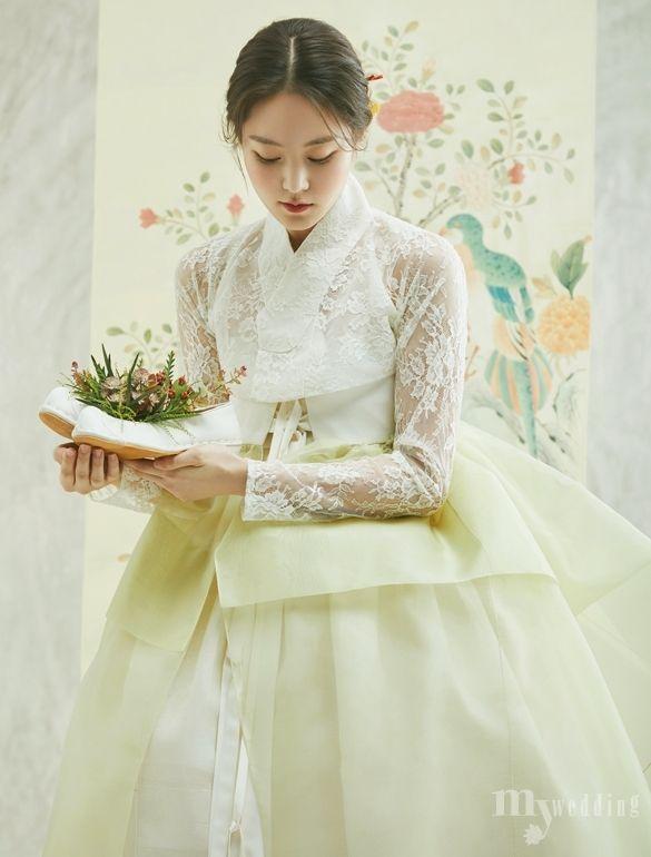 봄 향기 가득 담은 신부 한복 - 숙현한복 @kyulcs for more Korean hanbok.