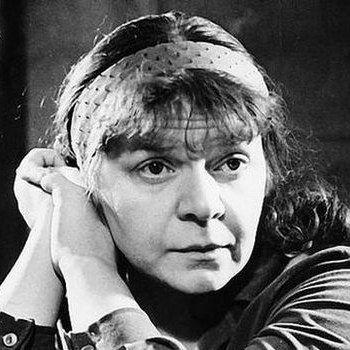 Новелла Николаевна Матвеева (1934 — 2016) — русская поэтесса, прозаик, переводчик, бард, драматург, литературовед.