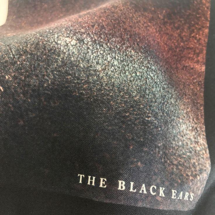 Silk Pocket Square Custom wooden box THE BLACK EARS