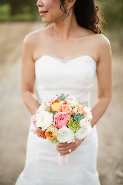 Sweet bouquet: http://www.stylemepretty.com/little-black-book-blog/2014/12/23/romantic-summer-sonoma-wedding/ | Photography: Jihan Cerda - http://www.jihancerda.com/