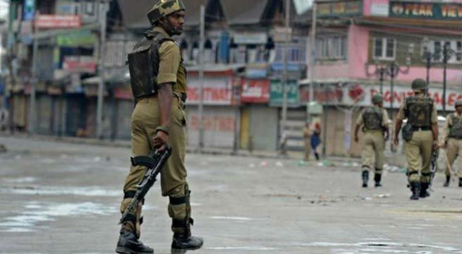 Srinagar: A police constable, who took away four service rifles from a police post in Budgam district of Kashmir, has reportedly joined terrorist outfit Hizbul Mujahideen. Constable Syed Naveed Mushtaq had fled with four INSAS rifles from the guard post at a FCI godown in Chandpora in Budgam on...