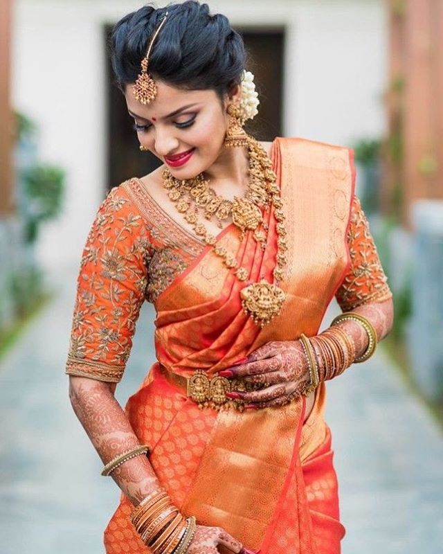 Tag a gorgeous south indian 2017 bride ! Beautiful ! Shot by @storiesbyjosephradhik #kanjivaram #saree #indianbride #indianwedding #weddingday #bridal #weddings #saree #kanjeevaram #silk #southindianbride #telugubride #alldeckedup #southindianwedding #templejewellery