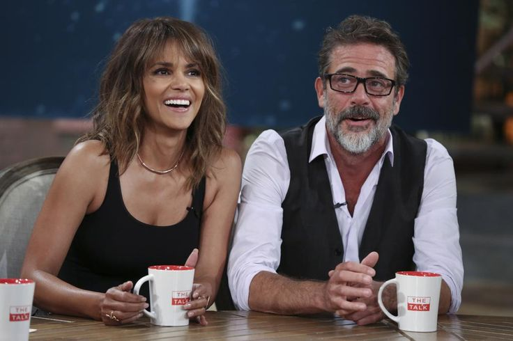 West coast: Get #HalleBerry on Twitter. RT now! @Extant_CBS #Extant @MickeyFisher73