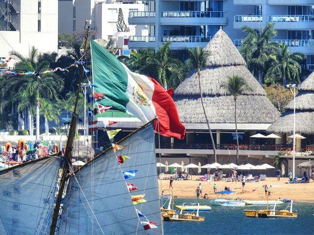 Buque Moctezuma II #mexico #beach #acapulco #nikon #pacificocean #travelling #traveltheworld #igtravel #instago #travelpics #wanderer #wanderlust #travelphoto #travelingram #worldcaptures #visitmexico #flashesofdelight #exploremexico #mytinyatlas #lovetotravel #traveldiary #simplyadventure #MexicoEsMagia #DameTraveler #flag #myaddressglobal #83xzoom #sailing #boat