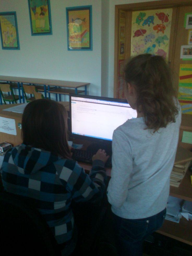 Dzisiaj poznawałyśmy sposoby prezentowania tego samego materiału. Wykorzystaliśmy programy komputerowe: Power Point, PREZI, cacoo.