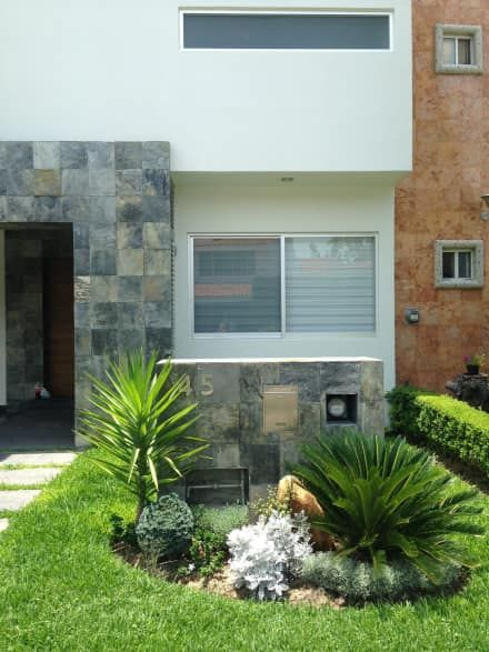 Valle Real: Jardines de estilo moderno por Arki3d