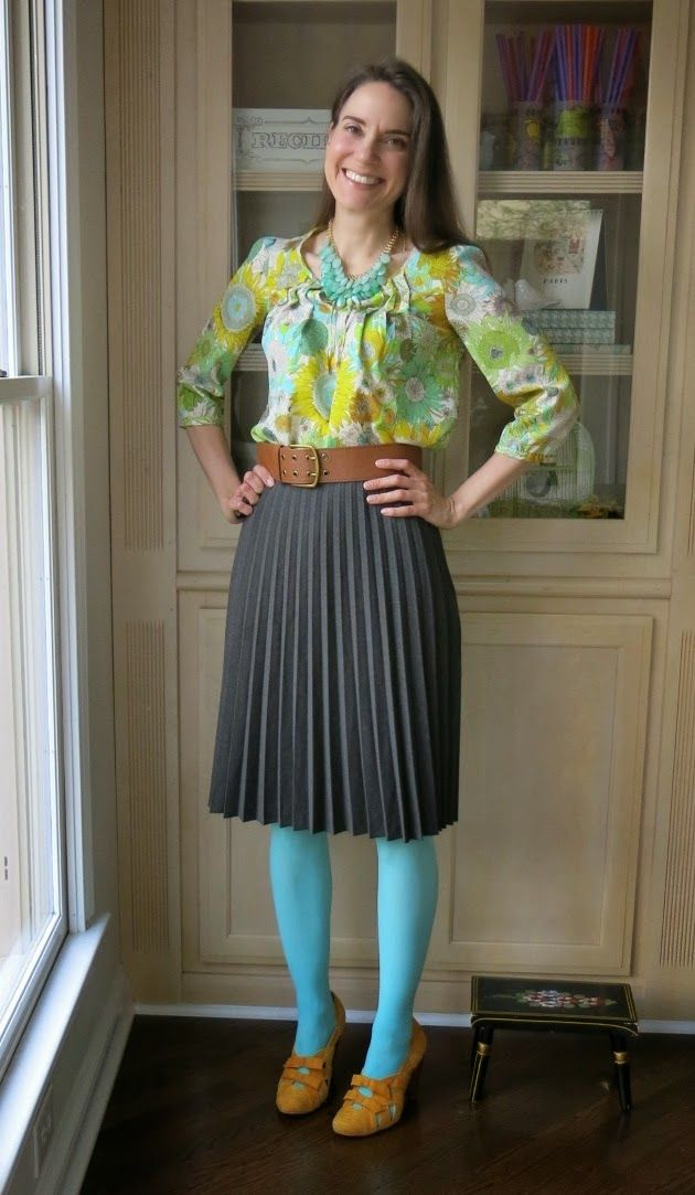 art teacher outfit - her colorful outfits are do cute!  Love all of her colored tights.