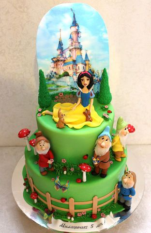 Snow White And The Seven Dwarves Birthday Cake