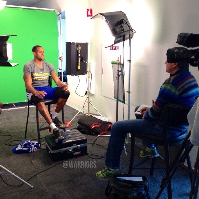 Before tonight's matchup vs. the Thunder Craig Sager of the NBA on TNT crew swings by #Warriors HQ to talk to Andre.