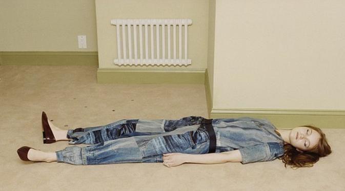tidur-di-lantai-dapat-mengobati-sakit-punggung