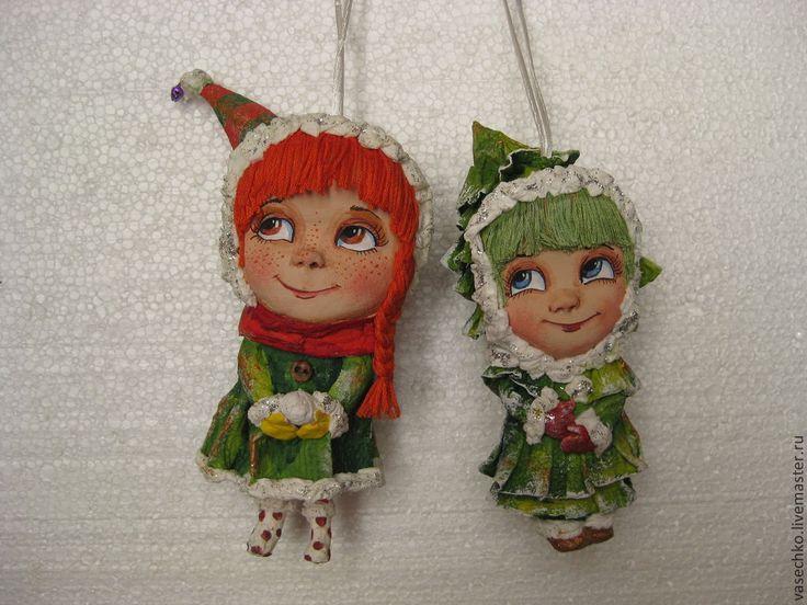Елочные игрушки, сделаны в технике папье маше, очень легкие, не бьются. ручная роспись. Каждая небольшого роста около 12-15 см.