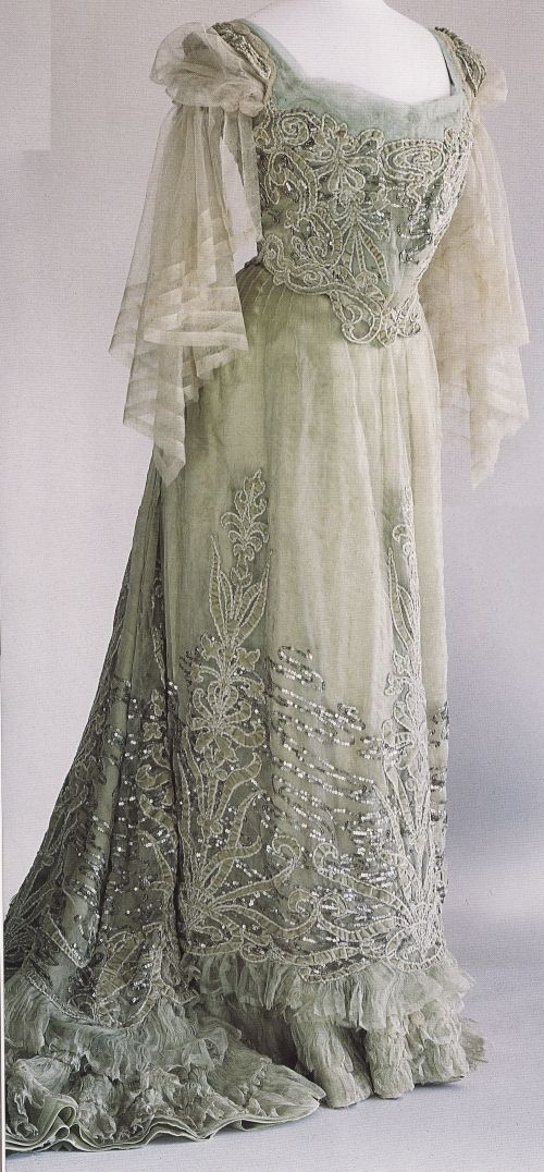 Worth dress, 1900