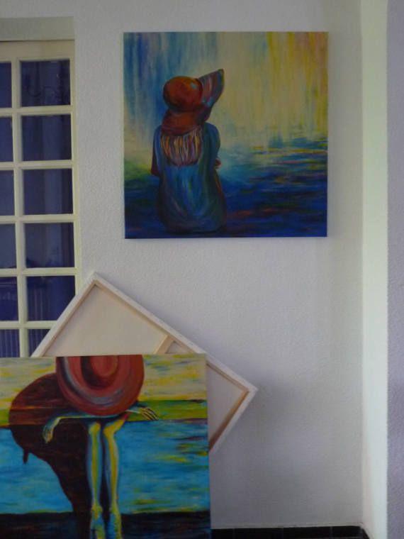 Ce tableau artistique présente une femme, assise sur un banc. Elle est penchée et porte un chapeau. Le fond du tableau est quasiment abstrait, dans les tons bleus et jaunes. Si vous voulez mettre de lapaisement et de la couleur dans votre intérieur, ce tableau est idéal. Le tableau peut être accroché ainsi au mur, le site daccroche à larrière est prévu. Les bords sont peints, dans la continuité du tableau. Découvrez dautres tableaux de la série ici : http://www.etsy.com/fr&#x2F...