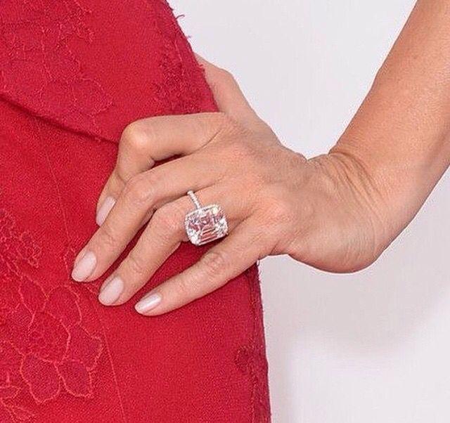 sofia vergara s engagement ring from joe manganiello
