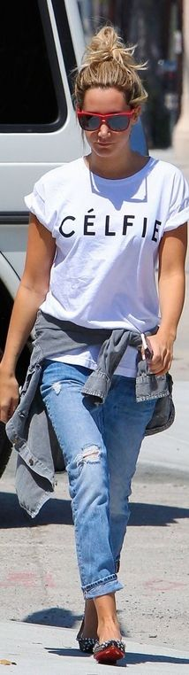 Ripped jeans, white print tee