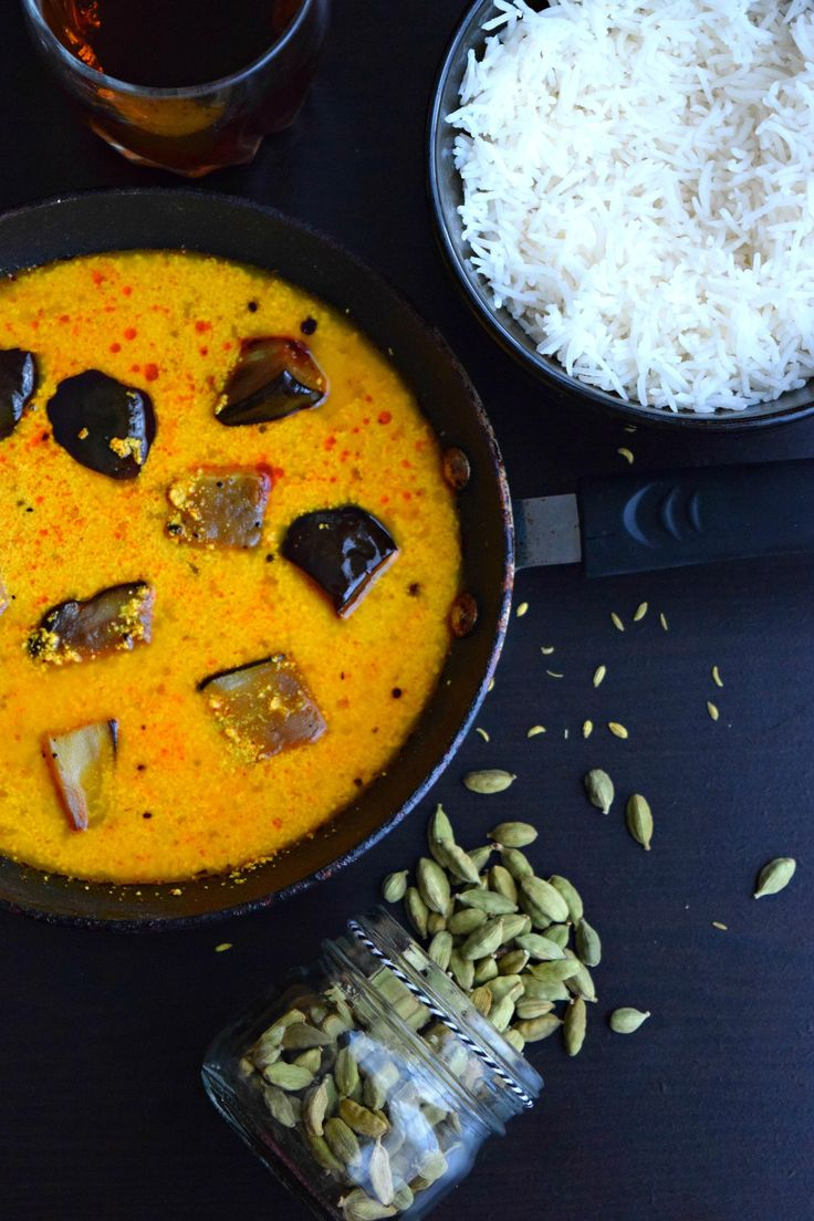 Kashmiri Dahi Baingan - A simple Indian curry made with eggplants and cooked in yogurt sauce. Fennel seeds and ginger powder bring in new flavor to the dish.