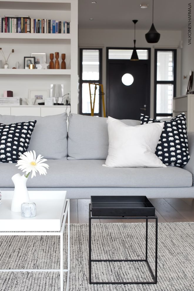 """I'm telling you, white is the new """"neutral."""" Forget beige walls. White is crisp and gorgeous and super classy. divaaniblogit//"""