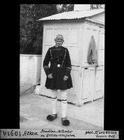 Athen, Station Wächter in Garde Uniform Dating:1937 Photographer:Wehrli, Leo