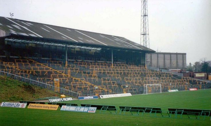 MOLINEUX GROUND OLD SOUTH BANK