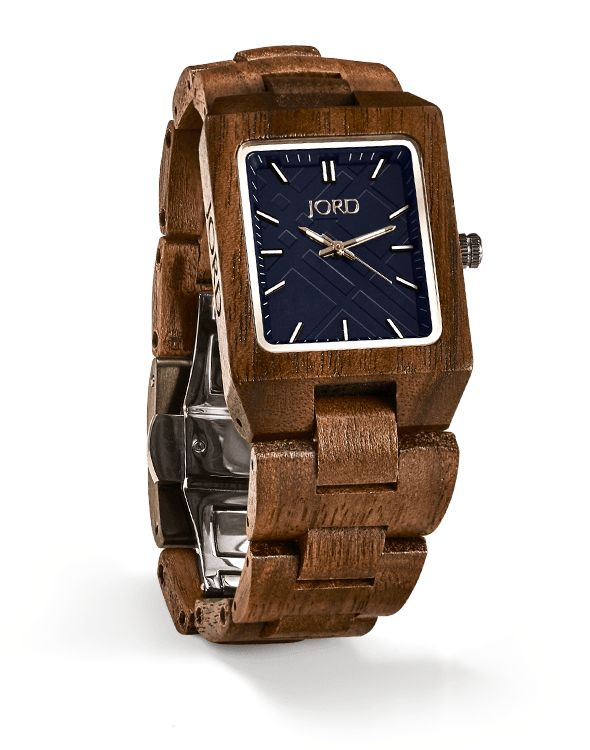 You know that simple is far from typical. When choosing a watch for your rotation you expect uniqueness and utility. Find both in this timepiece featuring a classic rectangular profile with natural wood surrounding a muted metallic face. Straight edge angles and a streamlined band form a timepiece worthy of daily wear. Choose a watch that represents you, choose the Reece Walnut & Navy.