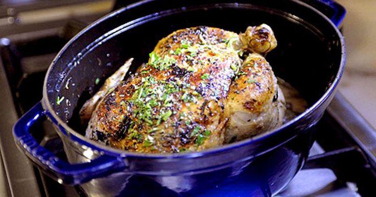 En ljuvlig kyckling som du lagar i gjutjärnsgryta. Passar både matälskare, sockerberoende och LCHF-are.