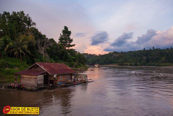 Sungai Mahakam - Cercatori d'oro. Kalimantan (Indonesia).