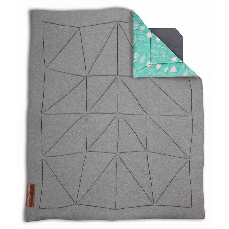 """Hangloose Baby Boxkleed / Heather grey. -> Gemêleerd grijs bovenkleed met frisse groene geïllustreerde onderkant. Hangloose Baby is een multifunctioneel en duurzaam boxkleed dat door een innovatieve oplossing ook zwevend gebruikt kan worden. Een boxkleed en hangmat in één. Ontwikkeld door vijf Haagse vaders. Genomineerd voor de """"Baby innovation award 2016"""" www.hangloosebaby... #boxkleed #babybox #speelkleed #babyshower #babykamer #zwanger #interieur #design #award #hangmat #hammock #baby"""