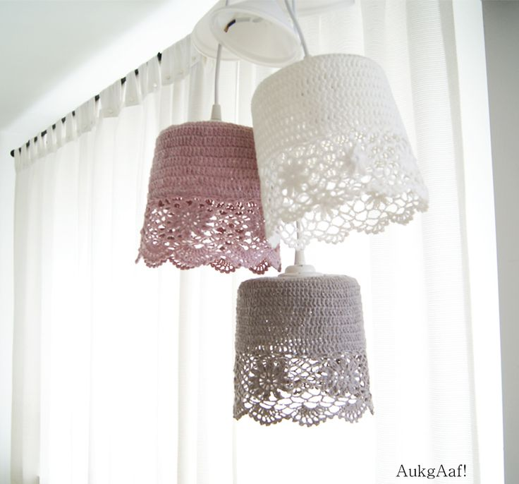 Kanten hanglampen, heel leuk op de kinderkamer! http://aukgaaf.com/nl/lifestyle-woonaccessoires-landelijk-wonen-brocante-accessoires/lampen-brocante-lamp-landelijke-wandlampen-kroonluchters-stalampen-lampenkappen.html