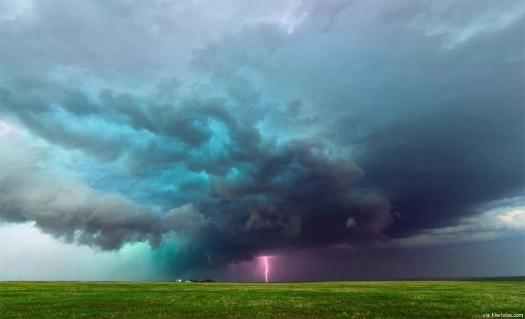 """Potentes forças da natureza em acção, aqui, desde o Colorado, USA. Do latim """"tempestate"""" que significa tormenta e agitação; a tempestade é um fenómeno atmosférico marcado por ventos fortes, trovoadas, relâmpagos, raios e chuva."""