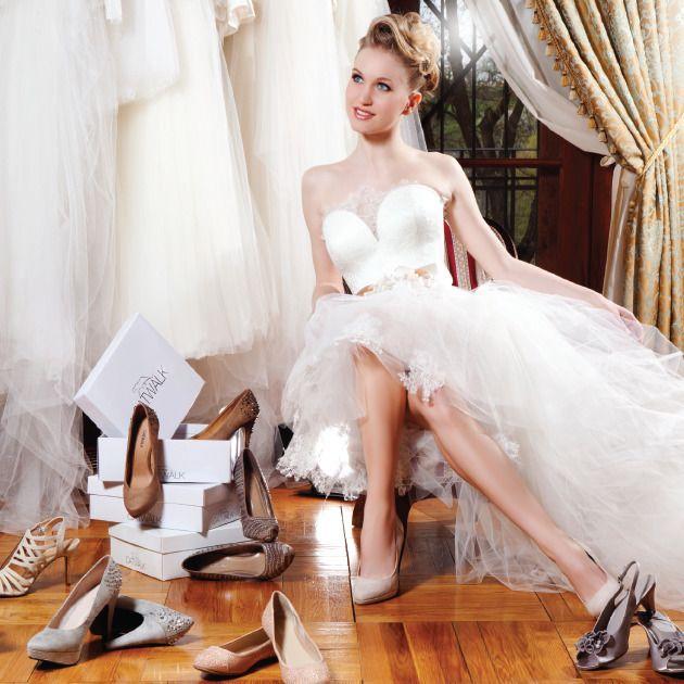 A nude és pasztelles árnyalatok azoknak jelentik a tökéletes választást, akik nem szeretik a kirívó színeket, mégis megszakítanák a fehér alkalmi cipők láncát úgy, hogy közben sikkesek és stílusosak maradnak.  #deichmann #andraskakrisztian #nagyagota #demenyoliver pronaykastely #ezatenapod #eskuvoclassic #eskuvo