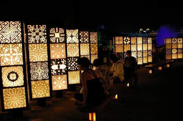 名古屋市パビリオンの外周にある、市民の参加によって作られた切り絵灯籠。  こちらもポチッとお願いします。 ★人気blogランキング★
