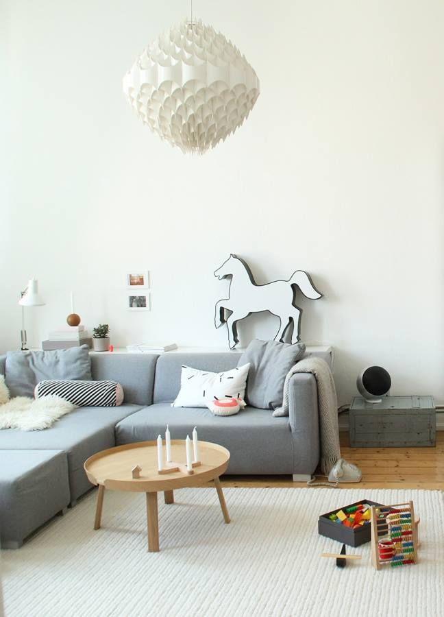 Wohnzimmer Couch Sessel Tisch Holz Kiste Pferd Deko