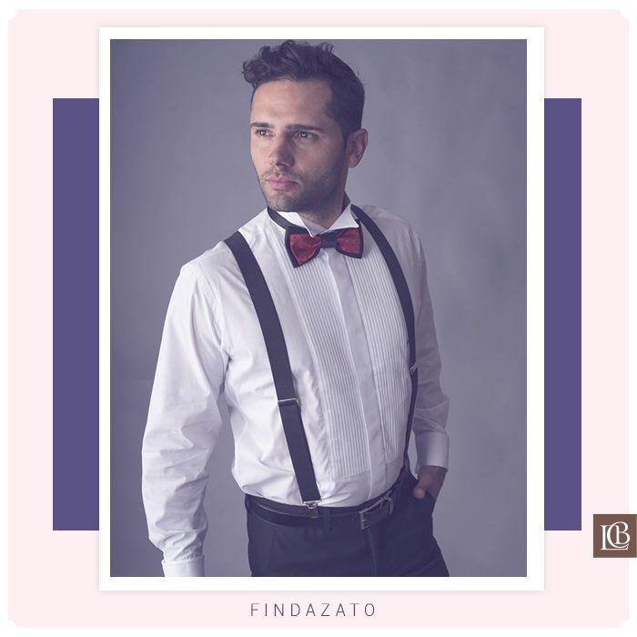 Bella camisa plisada de Findazato, con un cuello paloma, con puño doble para collera y botón cubierto.