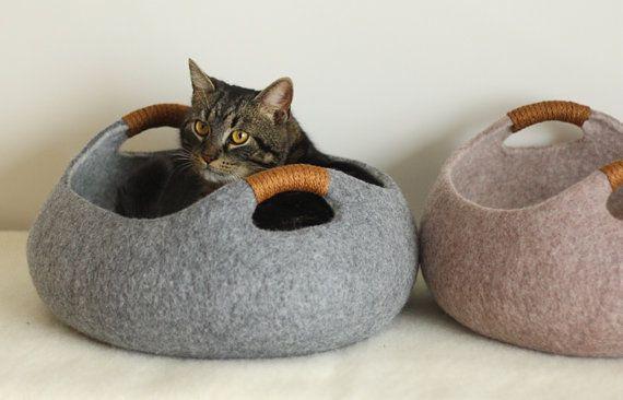 Handmade voelde kat bed van 100% merinoswol. Mand vilten kat bed.  Maat M: diameter 40cm; 16 in, hoogte 16cm; 6.4 in. Maat L: diameter 45cm; 18 in,