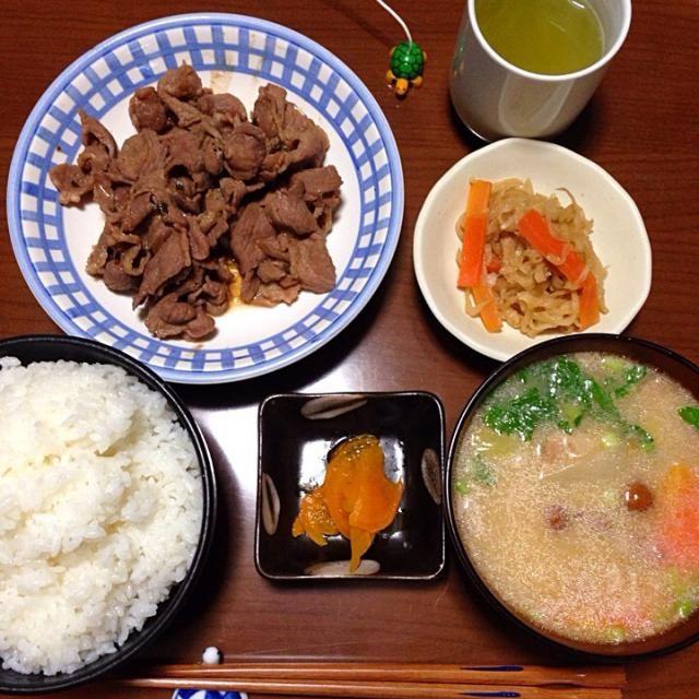 こんばんは。  北海道浦幌町のジンギスカン、切干し大根、豚汁、漬け物、ご飯。  以上です。 - 11件のもぐもぐ - 晩ご飯 by teng1919