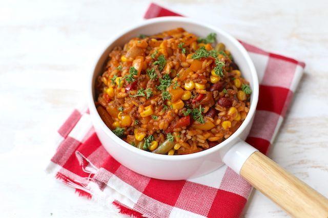 Met rijst kun je zoveel kanten op, lekker met vis, vlees of veel groenten. Iedere week staat hier wel een gerecht met rijst op tafel. We hebben een aantal van onze favoriete rijstrecepten op een rijtj