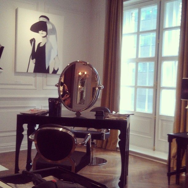Manhattan Glamour style salon #nyc #decor