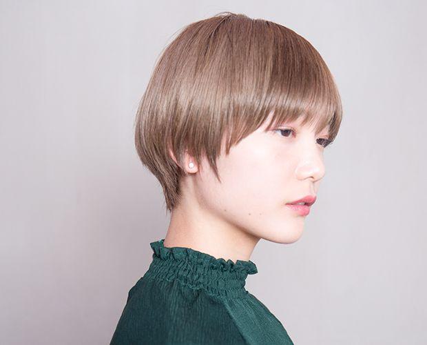 品のあるマニッシュショートスタイル。 丸みのあるシルエットとスリークな毛先の動きで大人っぽく。 ハイトーンベースのオリーブベージュカラーで柔らかさを出し、 艶のあるスタイリング剤を...