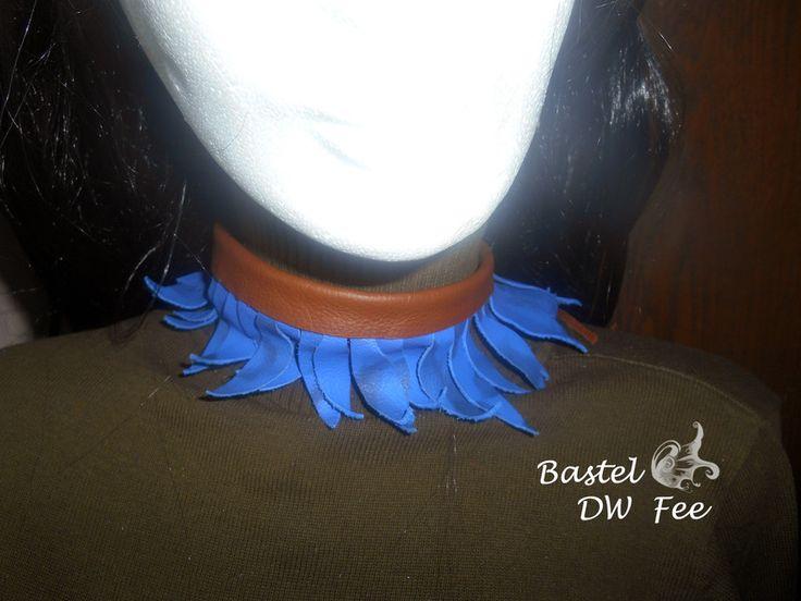 Leder-Kette+Wellenchaos+von+Bastel-DW-Fee+auf+DaWanda.com Diese Kette wurde in liebevoller Handarbeit hergestellt.  Verwendete Materialien :  -Lederstücke -Kleber -Lederband -Nieten
