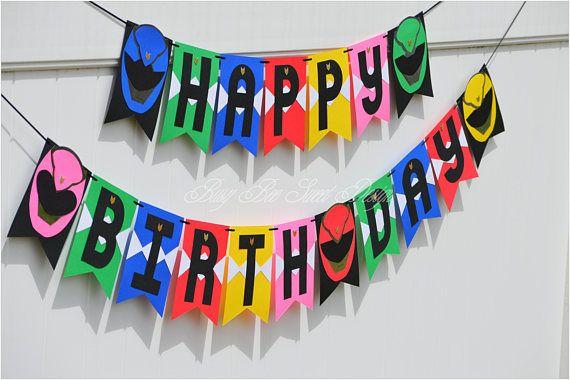 ¡Cómo lo podría ser un partido con este Banner de cumpleaños feliz de Power Rangers! Este banner hecho banderas stock de tarjeta amarilla, azul, verde, rosa, rojo y negro con letras negras en cartulina, lazo con la cinta del grosgrain del negro, caras de guardabosques de la
