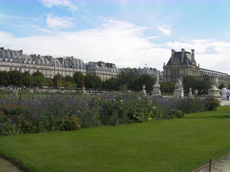 Jardins com o Louvre ao fundo