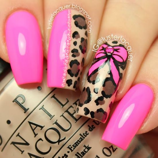 Roze, panter print nagels. Kayleigh kraaij