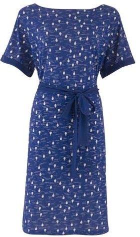 Maggie (blauw) - Jersey jurkje met losse pasvorm met een knoopceintuur en korte mouw. Uitgevoerd in een opvallende blauw/witte ballonprint.  Lengte 100 cm in maat M.
