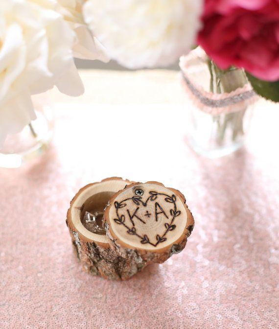 Personalisierte rustikale Holz Ring Träger Kissen von braggingbags