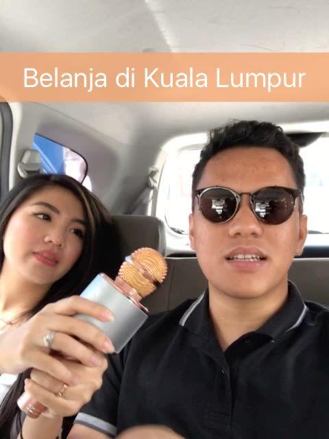 ariefmuhammad:Gue dan Tipang lagi di Kuala Lumpur nih. Enaknya kita muter-muter ke mana ya?