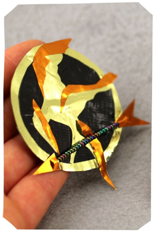 how to make a mockingjay pin out of paper