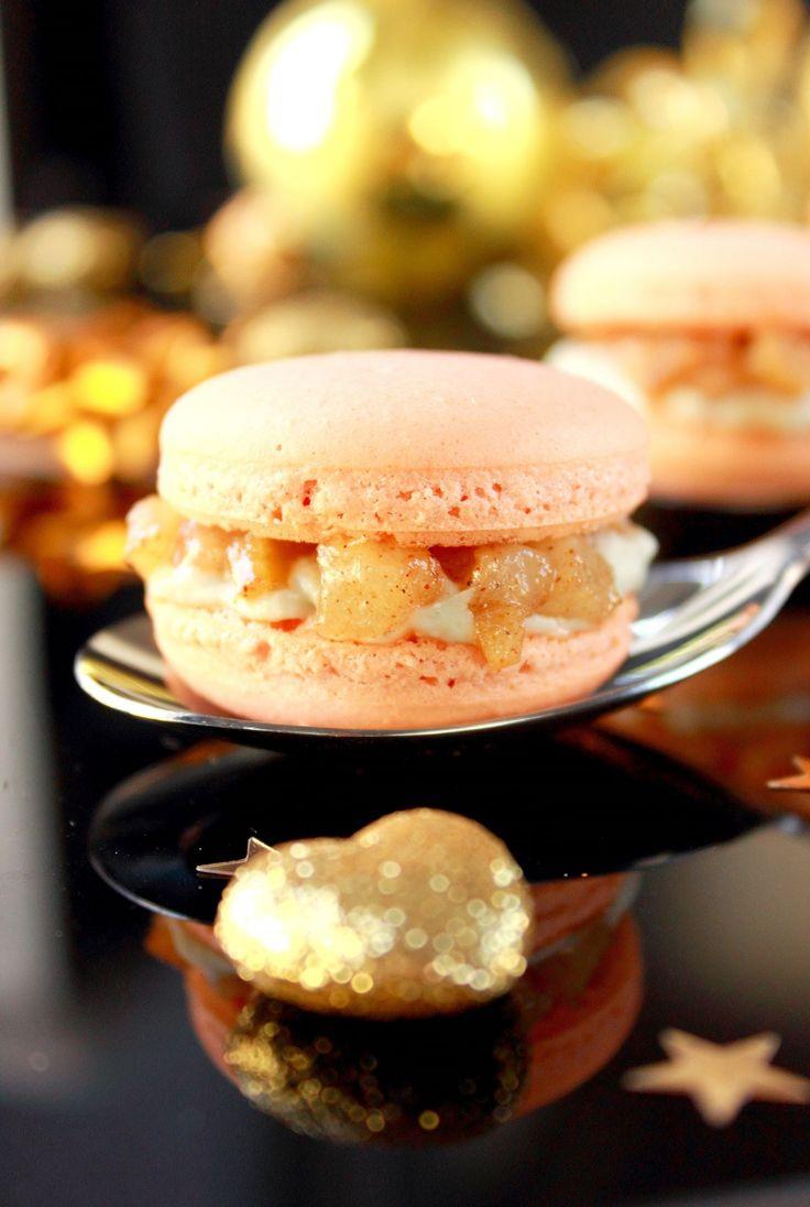 Macaron au curcuma, roquefort & poires // //  Plus de #recettes au #roquefort sur notre blog Les recettes Roquefort Papillon : www.recette-roquefort.fr